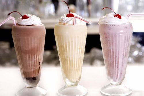 как сделать коктейль из мороженого и молока в блендере